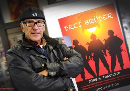 BIELEFELD, DEUTSCHLAND - 04. NOVEMBER 2015:  Autor Joerg H. Trauboth , Buchvorstellung  - Drei Brueder - (Foto: Bernhard Pierel/'WESTFALEN-BLATT') +++